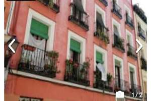 Flat for sale in Embajadores, Centro, Madrid.